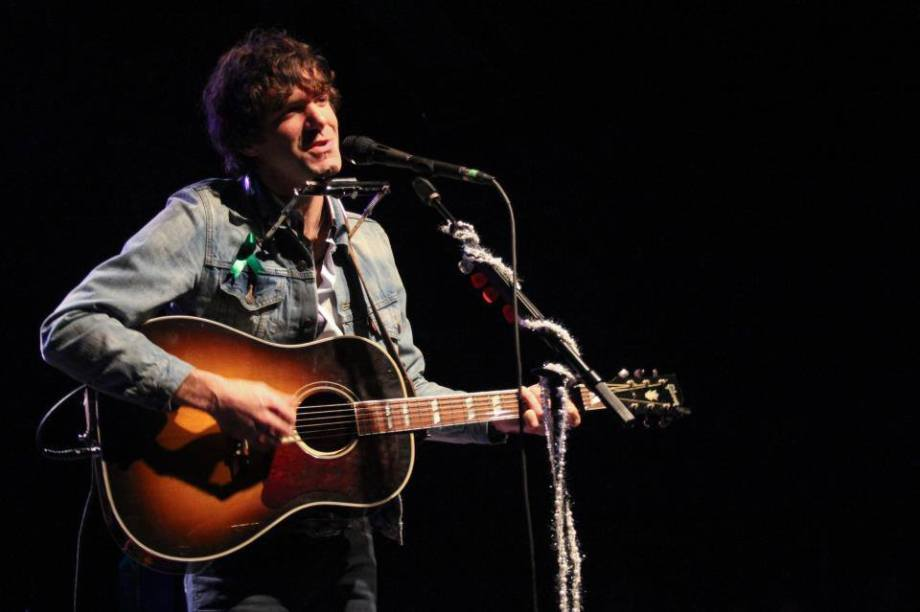 Stephen Kellogg with one of the two stolen Gibson guitars